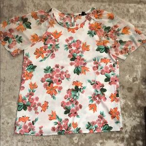 Ann Taylor white floral blouse. Size: Small